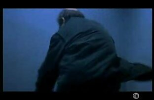 Rousse aux gros video mateur gratuit seins avec un arraché serré se fait baiser sur un canapé en cuir noir