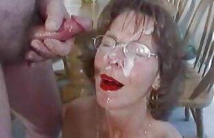 Marques de rayures pornodrome film sur le cul du plombier
